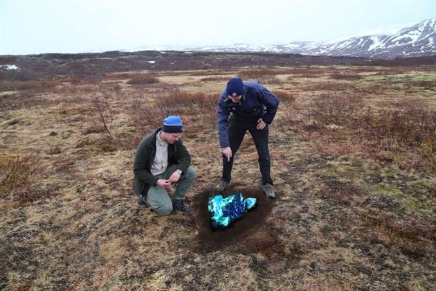 Landverðir fanga brotið úr norðurljósunum á Hakinu á Þingvöllum.