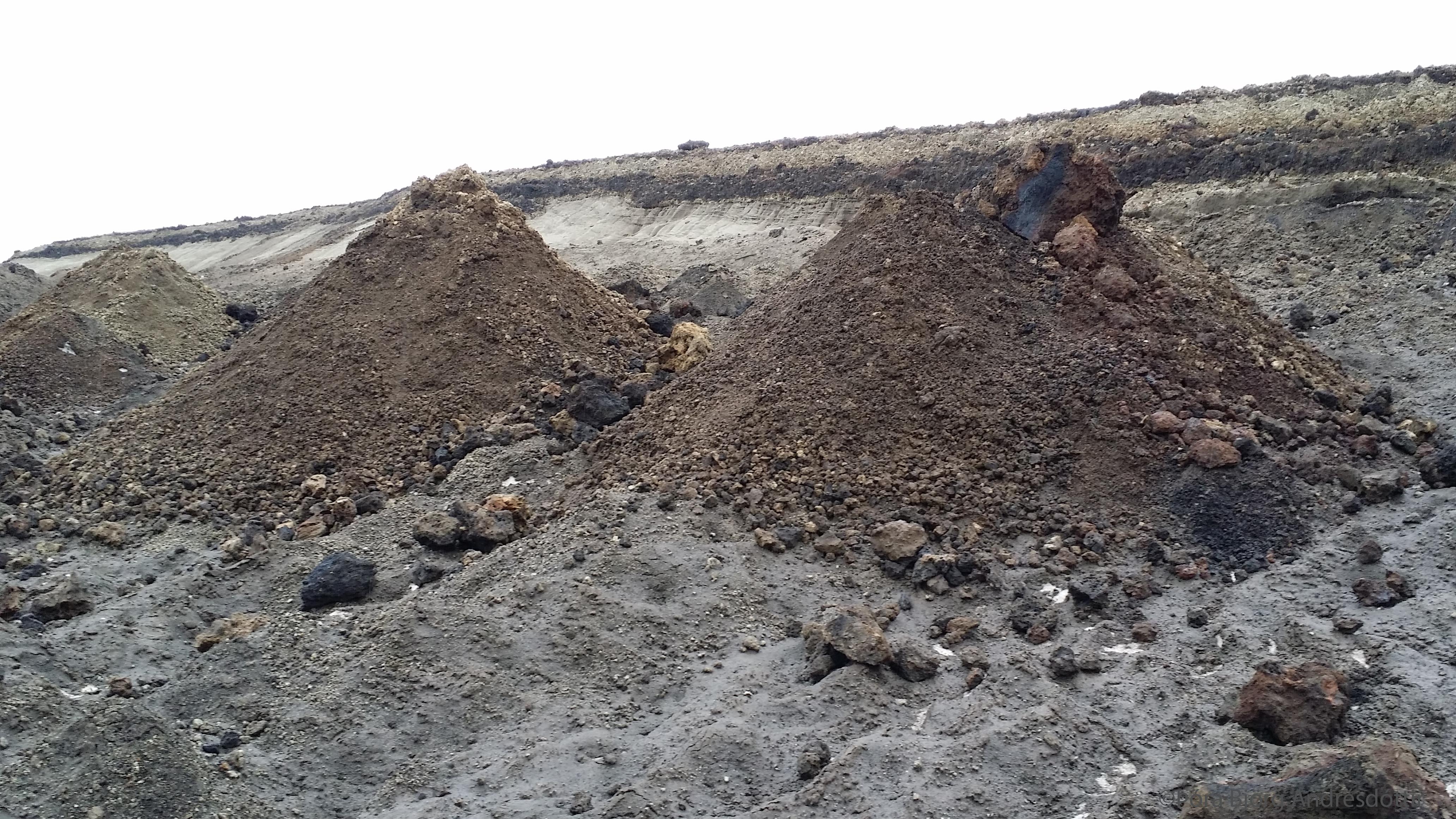Sethólar eftir flóðbylgjuna í Öskjuvatni í júlí 2014.