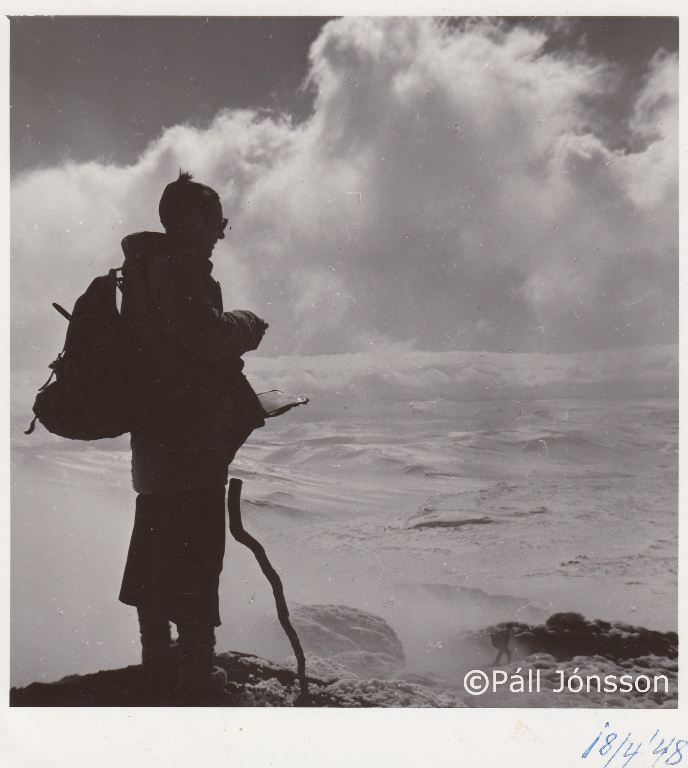 Sigurður Þórarinsson jarðfræðingur á Heklutindi árið 1948.